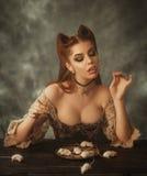 幻想妇女猫和老鼠 免版税库存照片