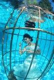 幻想新娘水下在鸟笼 免版税图库摄影