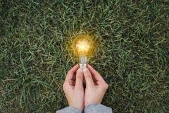 想法保存的能量和认为的财务概念 库存照片