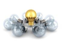 想法概念金黄电灯泡从其他电灯泡 向量例证