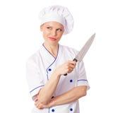 想法的女性厨师或面包师有一把刀子的在厨师制服和盖帽 免版税库存图片