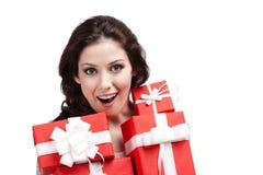 想知道的妇女递很多当前配件箱 免版税库存图片