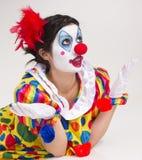 想知道紧密画象聪慧的美丽的女性的小丑 免版税库存照片