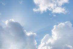 幻想蓬松云彩和阳光 库存图片