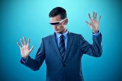 想象商人的综合的图象,当曾经虚拟现实玻璃时 库存照片