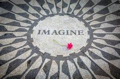 想象签到纽约中央公园,约翰・列侬纪念品 免版税图库摄影
