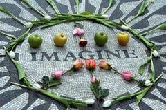 想象约翰lennon纪念碑 库存图片
