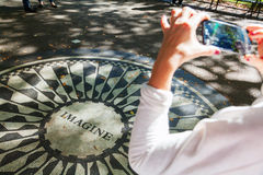 想象马赛克在草莓领域纪念对约翰・列侬在中央公园, NYC 免版税库存图片