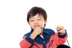 愉快亚洲男孩的母牛 免版税图库摄影