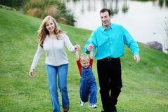 愉快儿童的夫妇 免版税库存图片