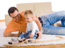 愉快儿童的父亲 免版税库存图片