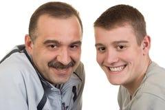 愉快和微笑的父亲和儿子 图库摄影