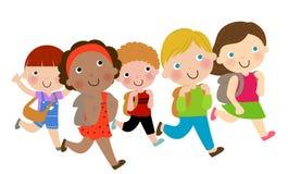 愉快地跑学校的孩子 库存照片
