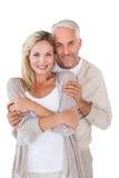 愉快夫妇身分和拥抱 免版税库存图片