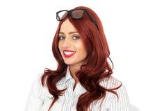 年轻愉快女商人佩带的玻璃微笑 免版税库存图片