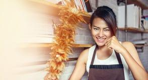 愉快少数亚裔的妇女 免版税库存图片