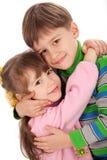 愉快拥抱的孩子微笑 免版税库存照片