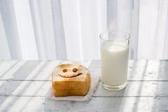 愉快敬酒和一杯牛奶 库存图片
