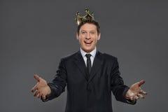 愉快是商业领袖。与outstre的快乐的商人 库存图片