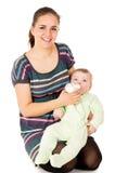 愉快母亲喂养她的婴孩 免版税图库摄影