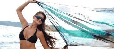 愉快海滩的女孩 免版税图库摄影