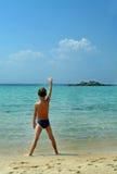 愉快海滩的男孩 免版税库存照片