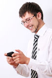 愉快生意人的移动电话他sms键入 库存照片
