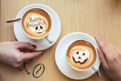 愉快的万圣夜咖啡 免版税库存照片