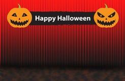 愉快的万圣夜标志用两个可怕南瓜,红色上升的帷幕 免版税图库摄影