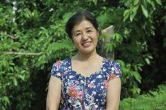 愉快的中国妇女 免版税库存照片