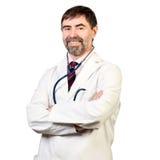 有听诊器的愉快的中年医生 免版税库存照片