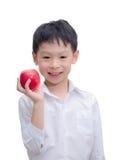 愉快的亚裔男孩用苹果 免版税库存图片