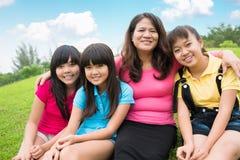 愉快的亚洲家庭 免版税库存图片