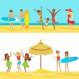 愉快的人热带海滩假期在冲浪和停留在海旁边的夏威夷 库存照片