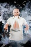愉快的人用啤酒 免版税图库摄影