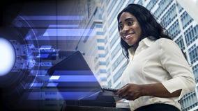 愉快的企业非洲妇女画象使用计算机膝上型计算机 图库摄影