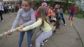 愉快的儿童牵索1 股票视频
