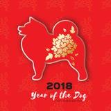 2018愉快的农历新年贺卡 狗的中国年 纸裁减与花设计的萨莫耶特人小狗 免版税库存照片