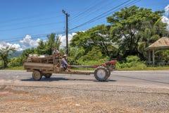 愉快的农夫在老挝 免版税库存照片
