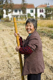 愉快的农村妇女 库存图片