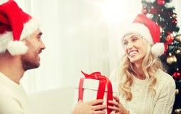 愉快的加上在家圣诞节礼物盒 库存图片