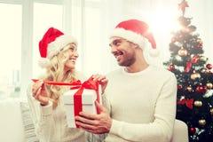 愉快的加上在家圣诞节礼物盒 库存照片