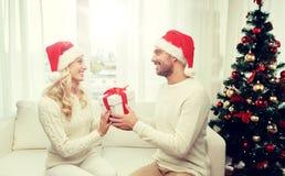 愉快的加上在家圣诞节礼物盒 免版税图库摄影