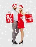 愉快的加上在雪的红色购物袋 免版税库存照片