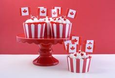 愉快的加拿大日党杯形蛋糕 免版税库存图片