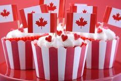愉快的加拿大日党杯形蛋糕 库存照片