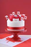 愉快的加拿大日庆祝蛋糕 库存照片