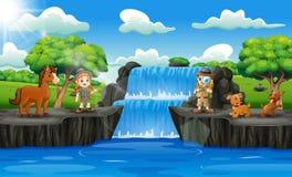 愉快的动物园管理员男孩和女孩瀑布场面的
