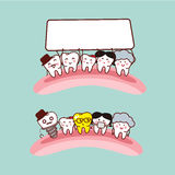 愉快的动画片牙家庭 免版税库存图片