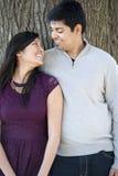 年轻愉快的印地安夫妇 免版税图库摄影